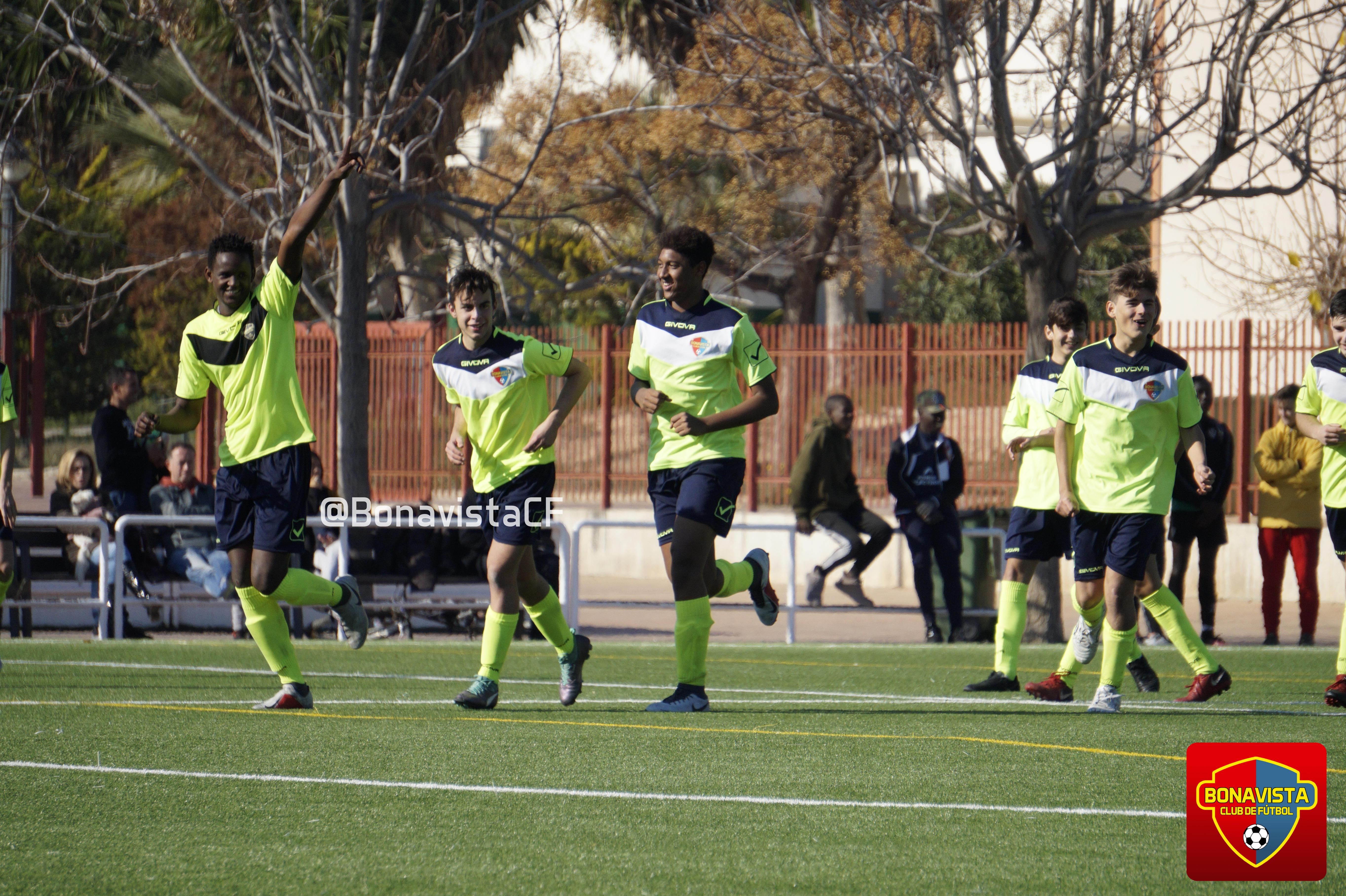 """Boubacar Mballo """"Buba"""" (izquierda)"""